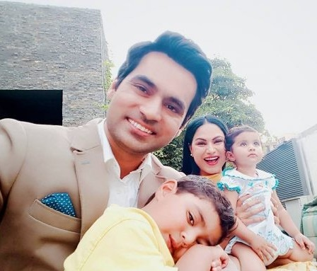 See Beautiful Clicks of Veena Malik with her Husband and Kid