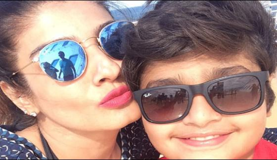 Raveena Tandon shares selfie with son on Instagram