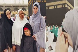Noor Bukhari at holy Kaaba
