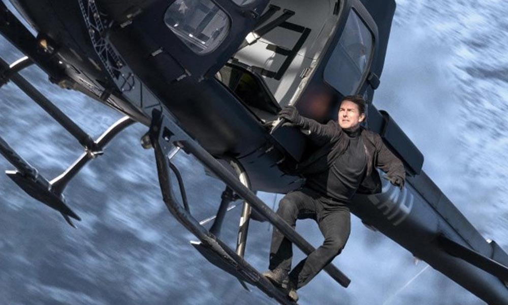 Shooting Of Mission Impossible 6, Tom Cruise Showing His Stu