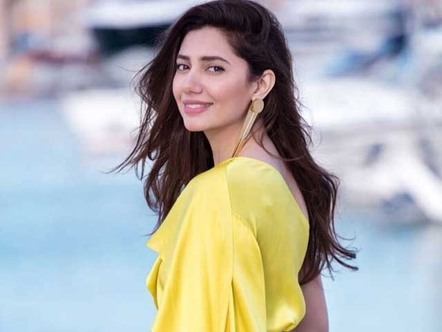 Mahira Khan Offers Her Fan Dance